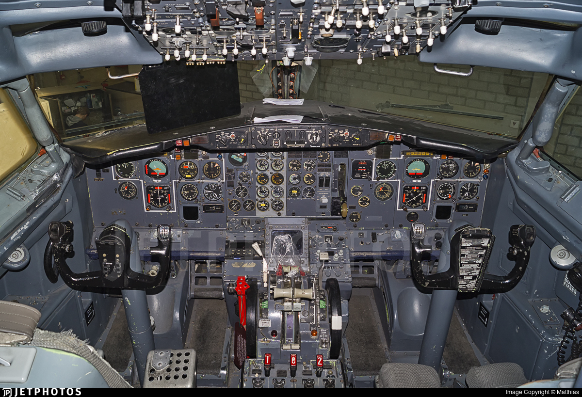 LV-LEB - Boeing 737-287(ADV) - Private