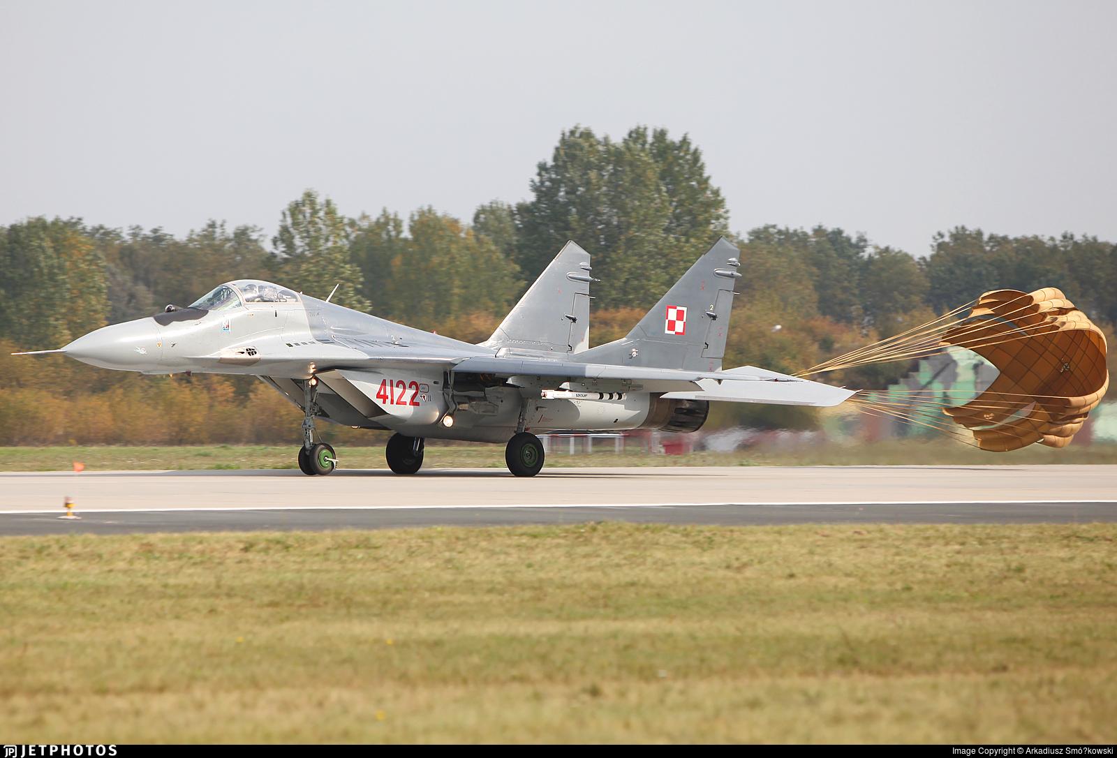 4122 - Mikoyan-Gurevich Mig-29G Fulcrum - Poland - Air Force