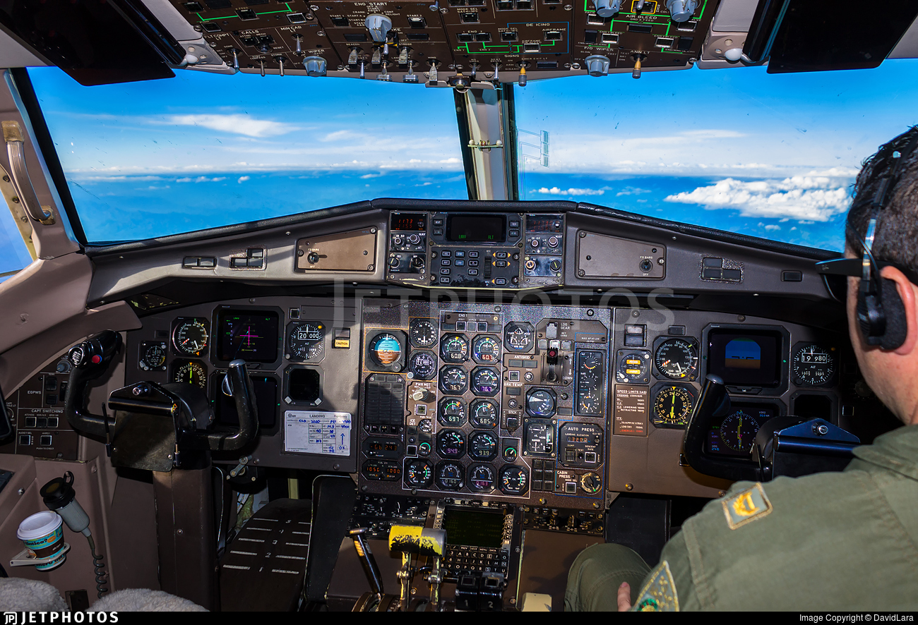 PNC-0246 - ATR 42-300 - Colombia - Police