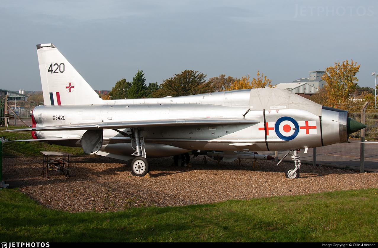 XS420 - English Electric Lightning T.5 - United Kingdom - Royal Air Force (RAF)