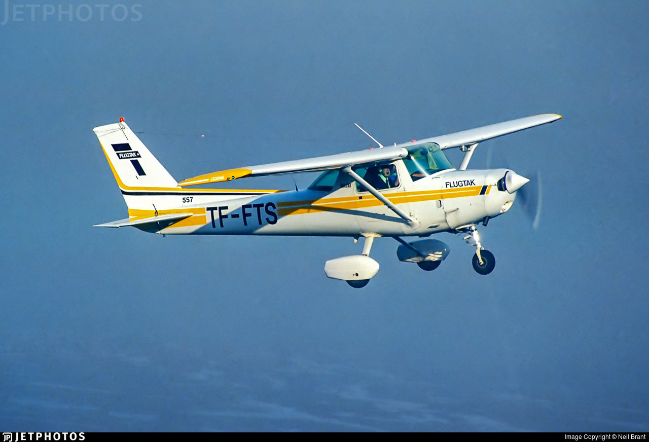 TF-FTS - Cessna 152 - Private