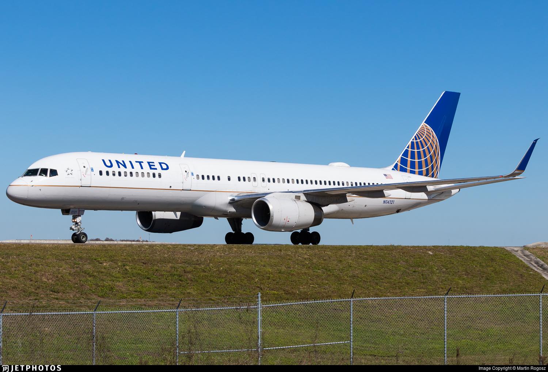 N14121 - Boeing 757-224 - United Airlines