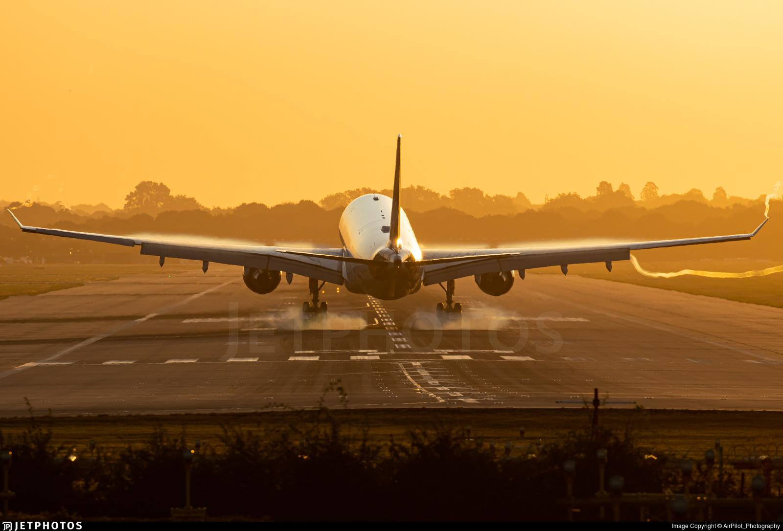 G-VMIK - Airbus A330-223 - Virgin Atlantic Airways