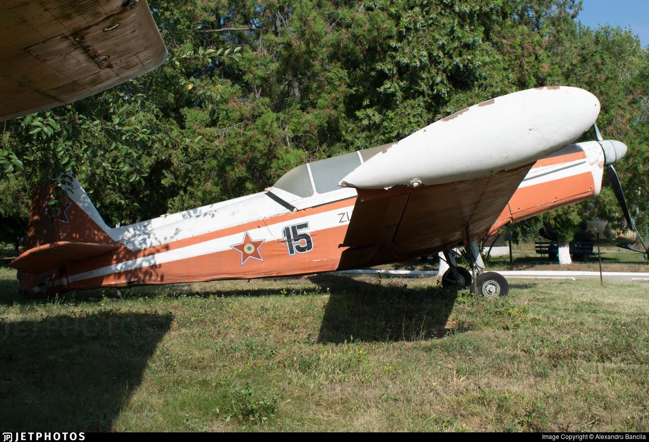15 - Zlin 526F - Romania - Air Force