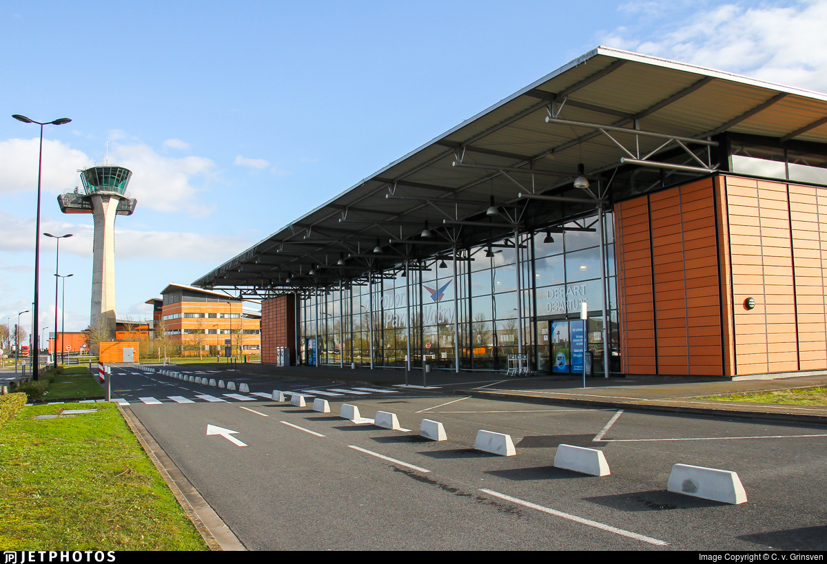 LFOK - Airport - Terminal