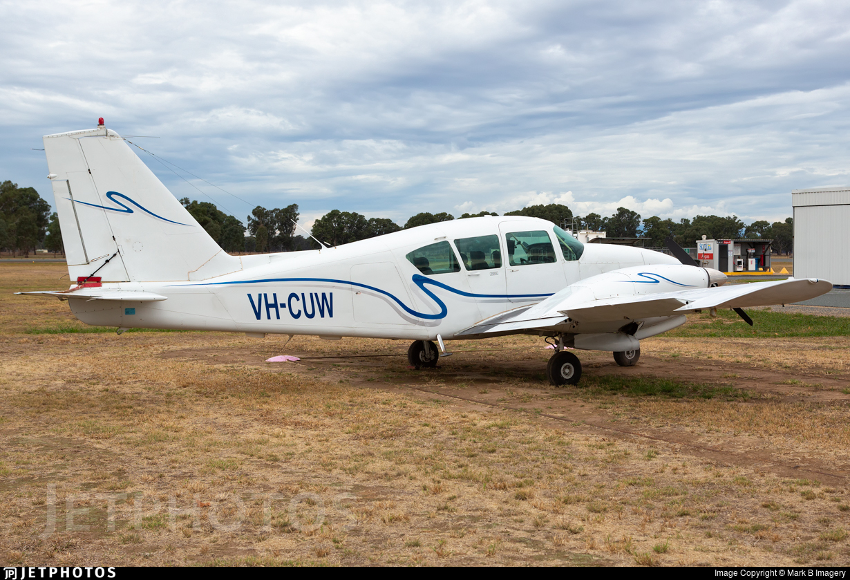 VH-CUW - Piper PA-23-250 Aztec D - Private
