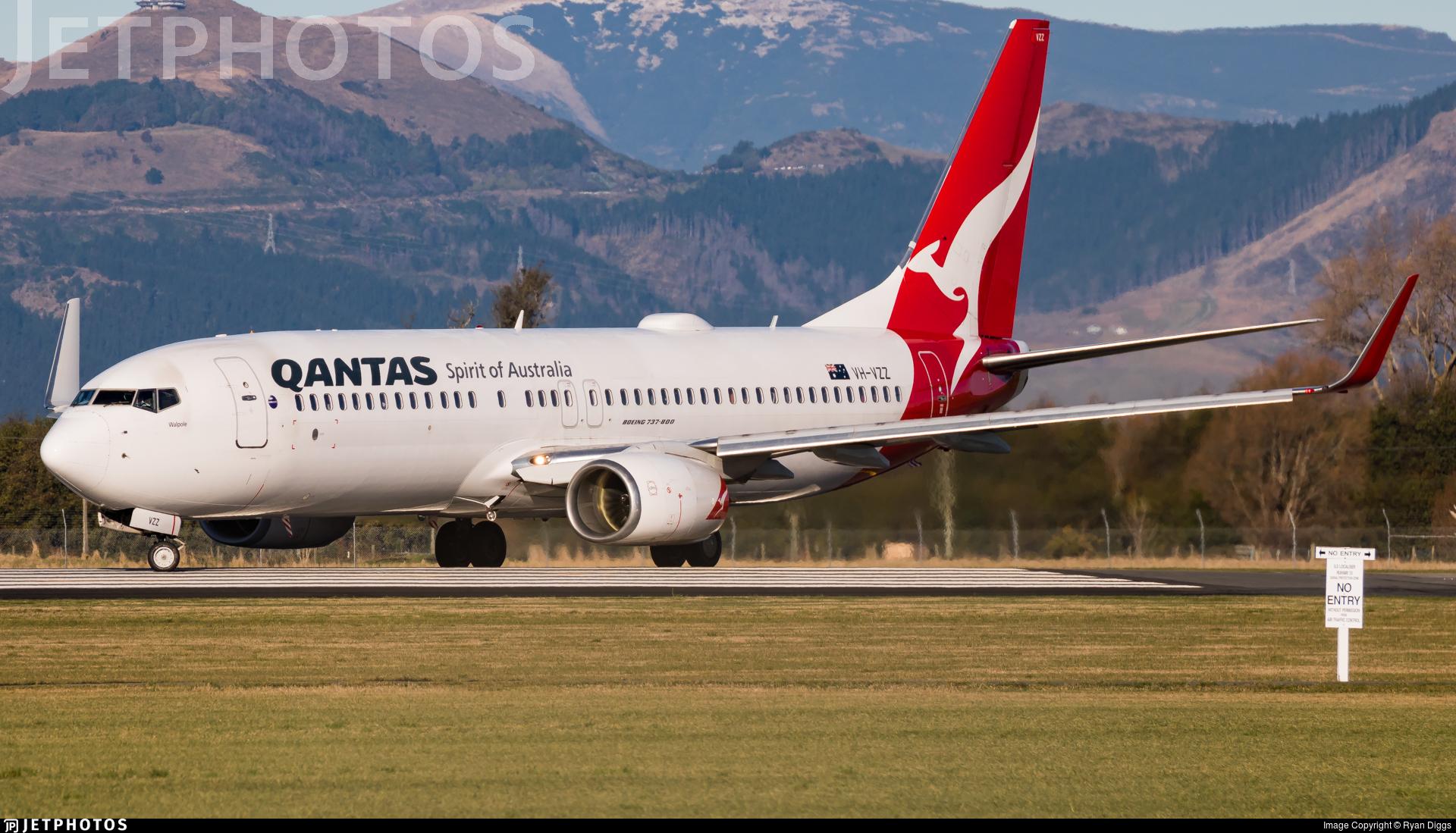 VH-VZZ - Boeing 737-838 - Qantas