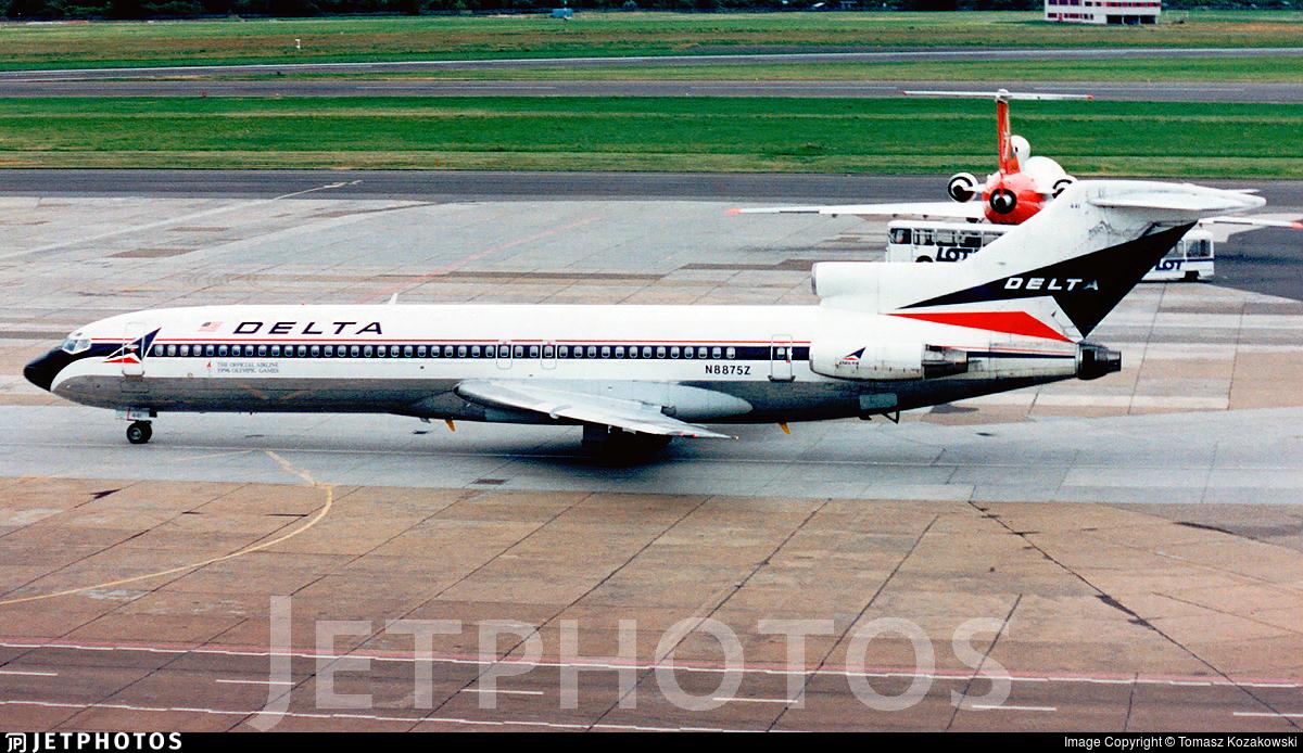 N8875Z - Boeing 727-225(Adv) - Delta Air Lines