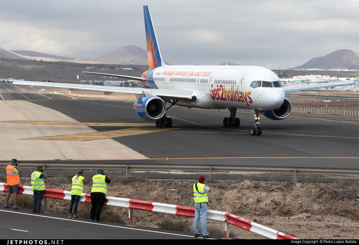 G-LSAD - Boeing 757-236 - Jet2.com