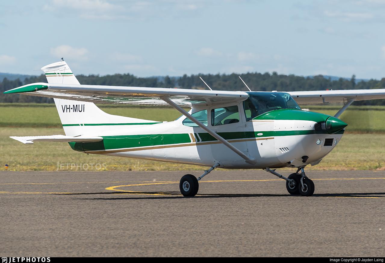 VH-MUI - Cessna 182P Skylane - Private