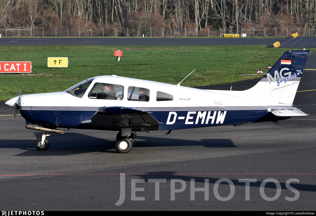 D-EMHW - Piper PA-28-161 Warrior III - Private