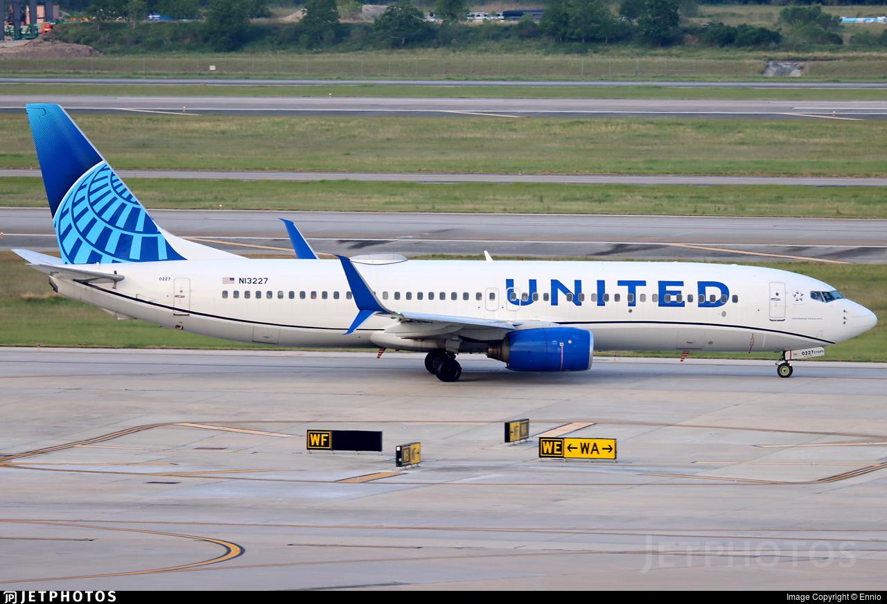 N13227 - Boeing 737-824 - United Airlines