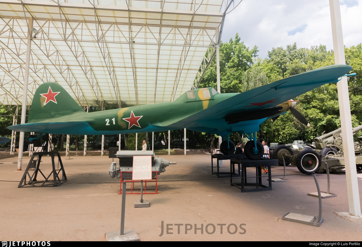 21 - Ilyushin Il-2m3 - Soviet Union - Air Force