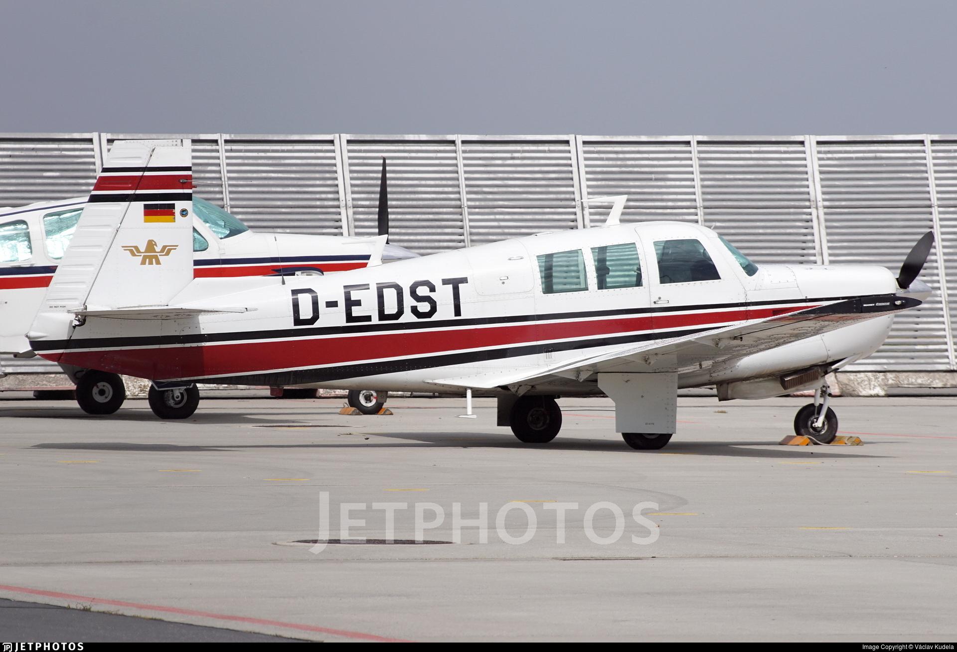 D-EDST - Mooney M20F Executive 21 - Private