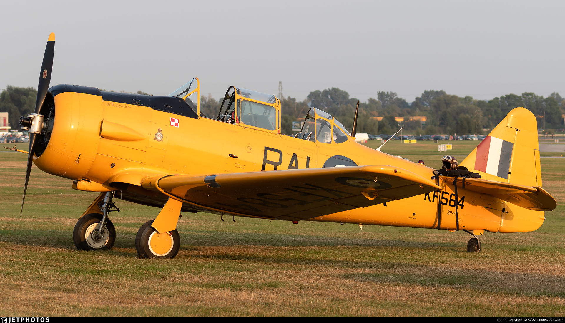 SP-YIX - Canadian Car and Foundry Harvard Mk.IV - Private