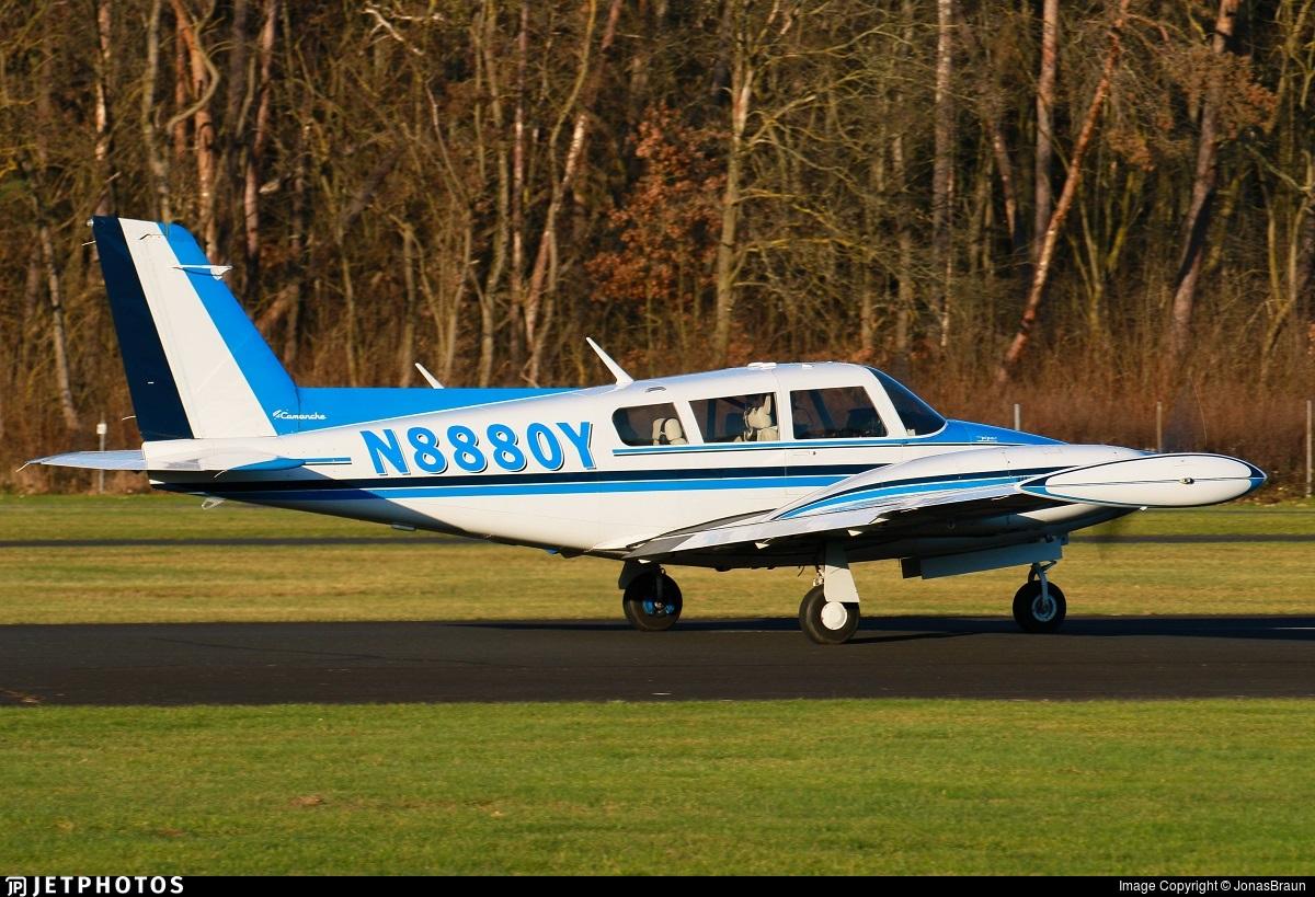 N8880Y - Piper PA-39-160 Twin Comanche C/R - Private