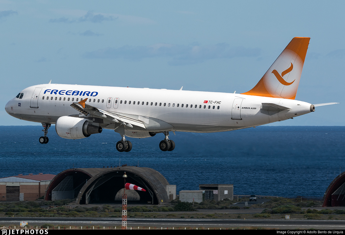 Tc Fhc Airbus A320 214 Freebird Airlines Adolfo Bento De