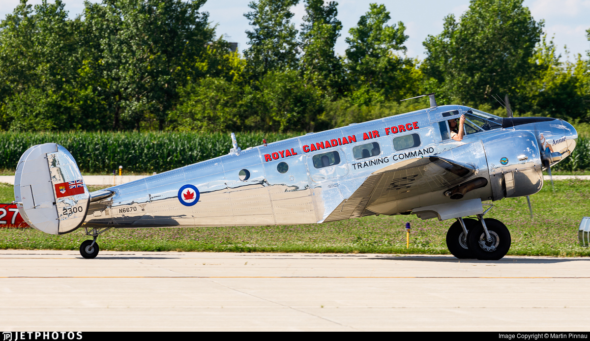 N6670 - Beech D18S - Private
