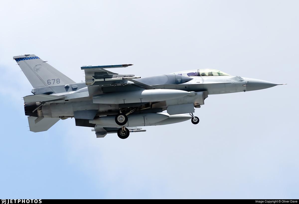 678 - Lockheed Martin F-16DJ Fighting Falcon - Singapore - Air Force