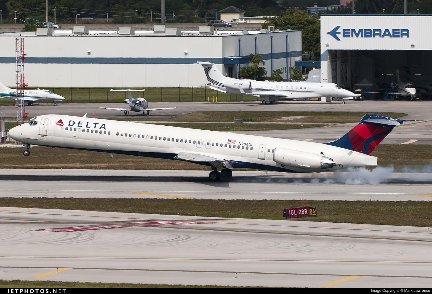 N906DE - McDonnell Douglas MD-88 - Delta Air Lines