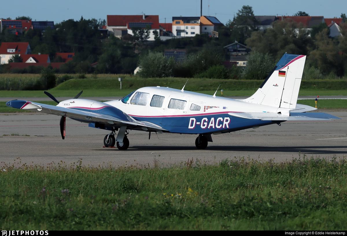 D-GACR - Piper PA-34-220T Seneca III - Private