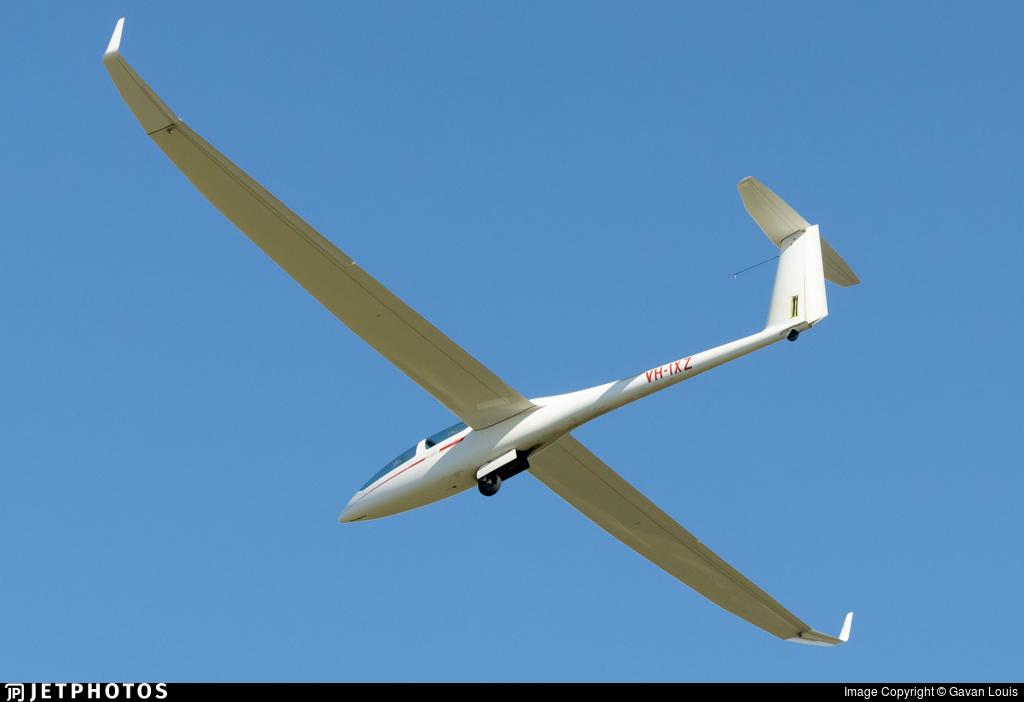 VH-IXZ - DG Flugzeugbau DG-1000 - Private