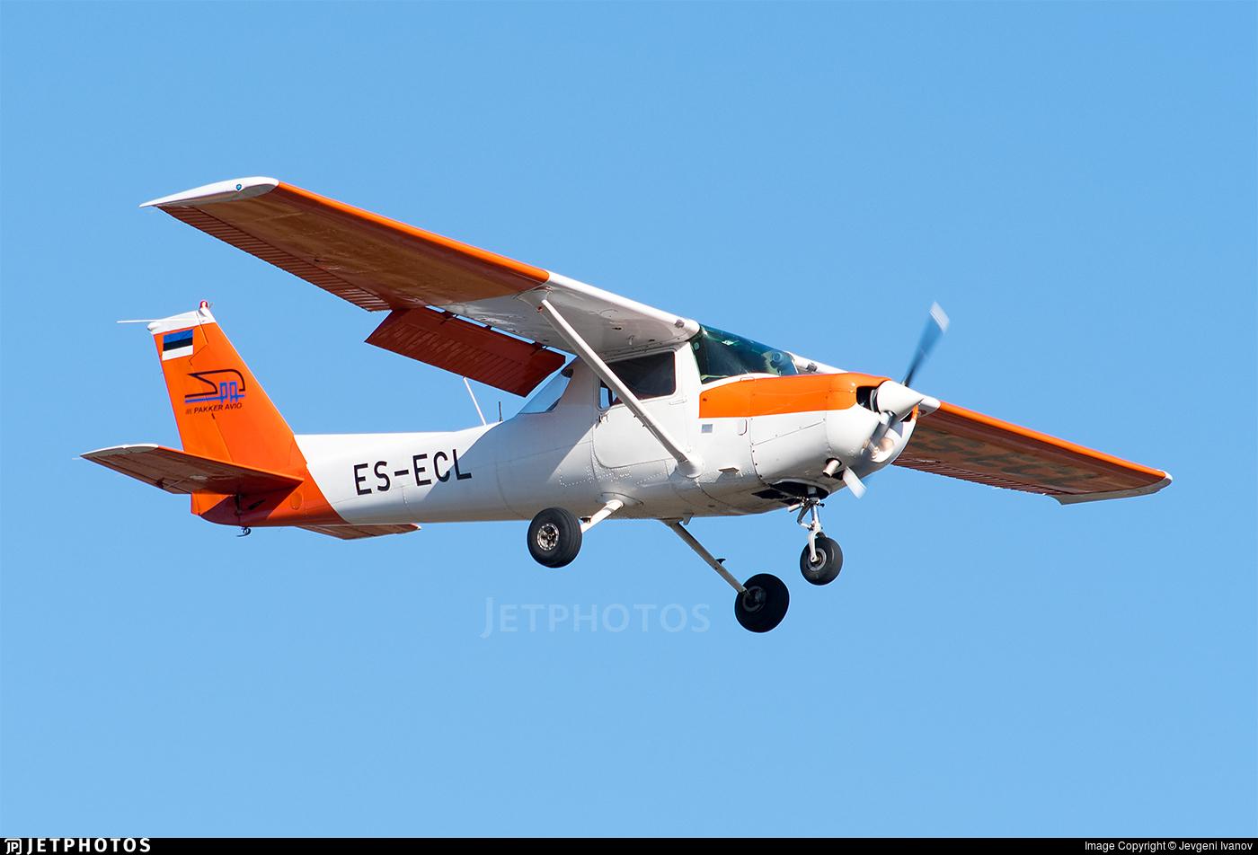 ES-ECL - Cessna 152 - Pakker Avio