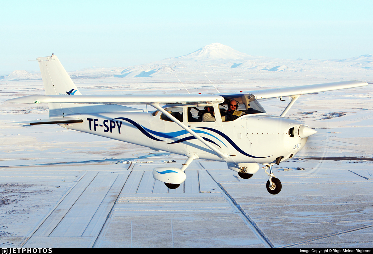 TF-SPY - Cessna 172N Skyhawk II - Private
