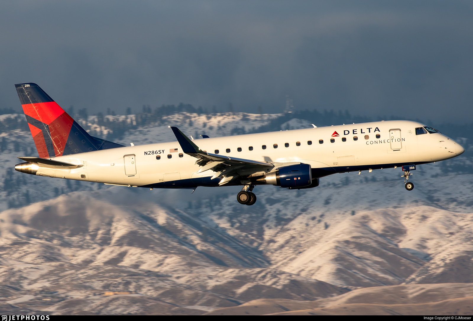 N286SY - Embraer 170-200LL - Delta Connection (SkyWest Airlines)