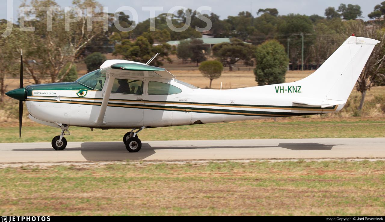 VH-KNZ - Cessna R182 Skylane RG II - Private