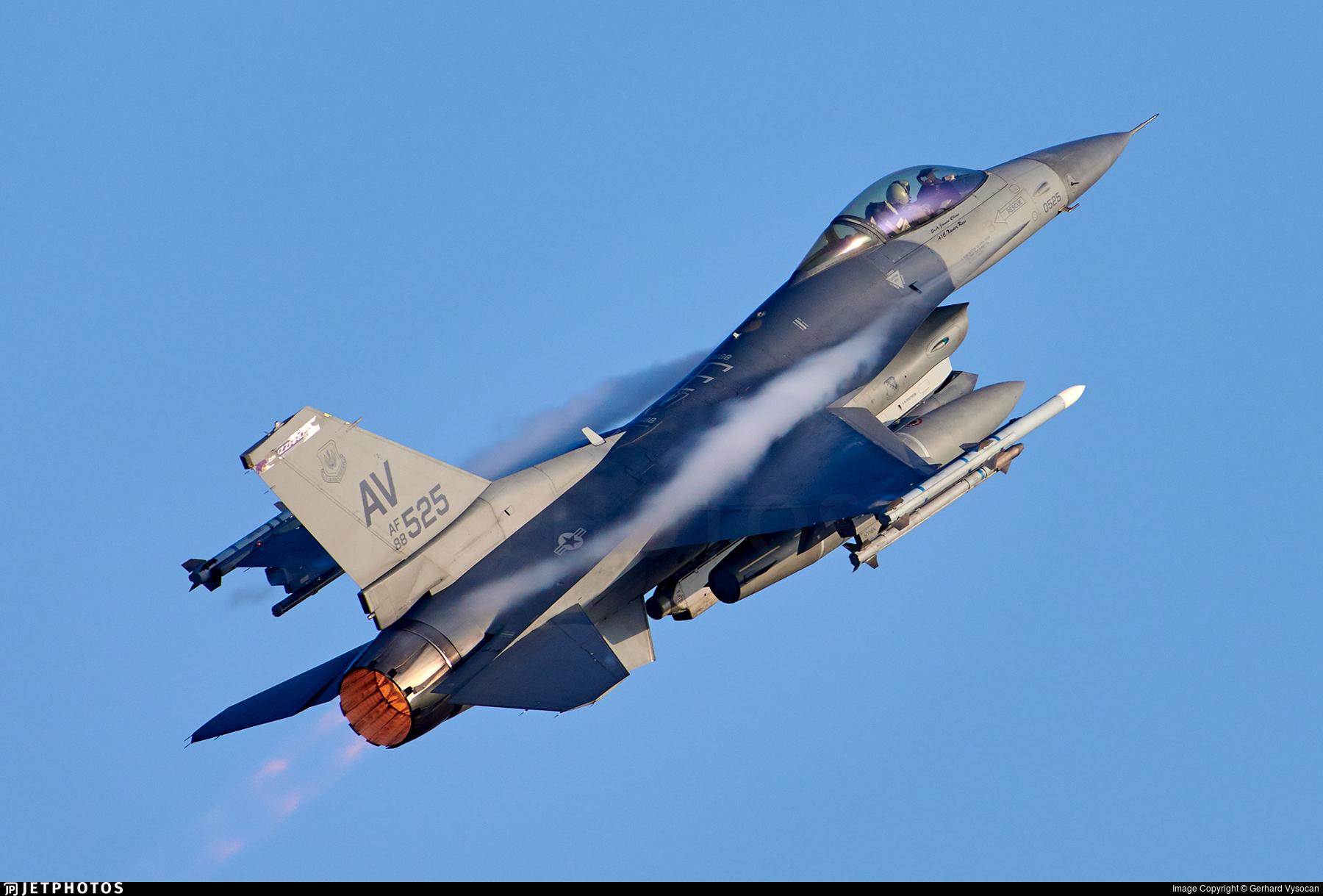 88-0525 - General Dynamics F-16CG Fighting Falcon - United States - US Air Force (USAF)