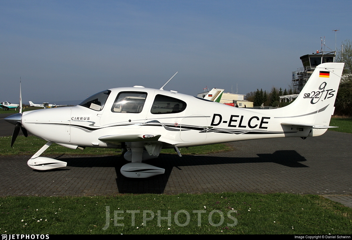 D-ELCE - Cirrus SR22-GTS - Private