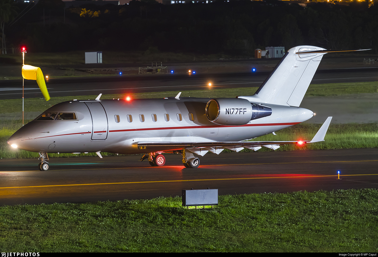 N177FF - Bombardier CL-600-2B16 Challenger 605 - Private