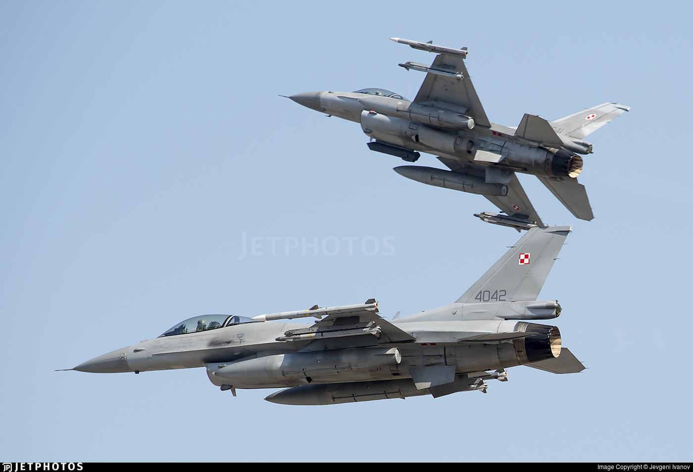 4042 - Lockheed Martin F-16C Fighting Falcon - Poland - Air Force