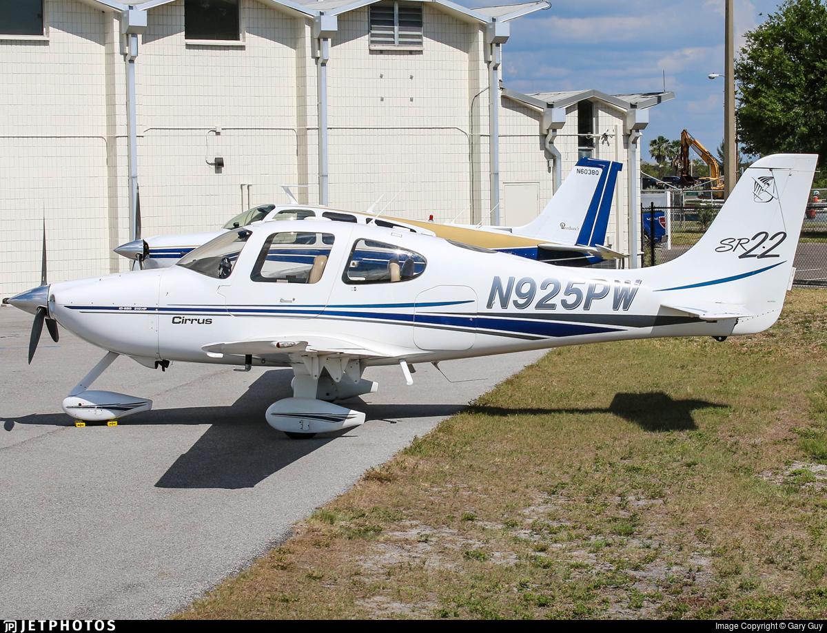 N925PW - Cirrus SR22 - White Air