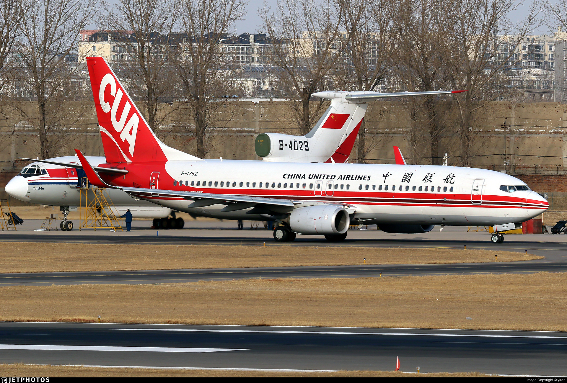 B-1752 - Boeing 737-89P - China United Airlines