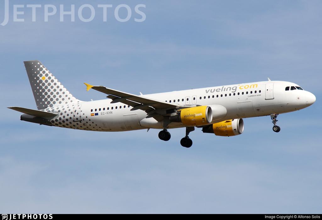EC-KHN - Airbus A320-216 - Vueling