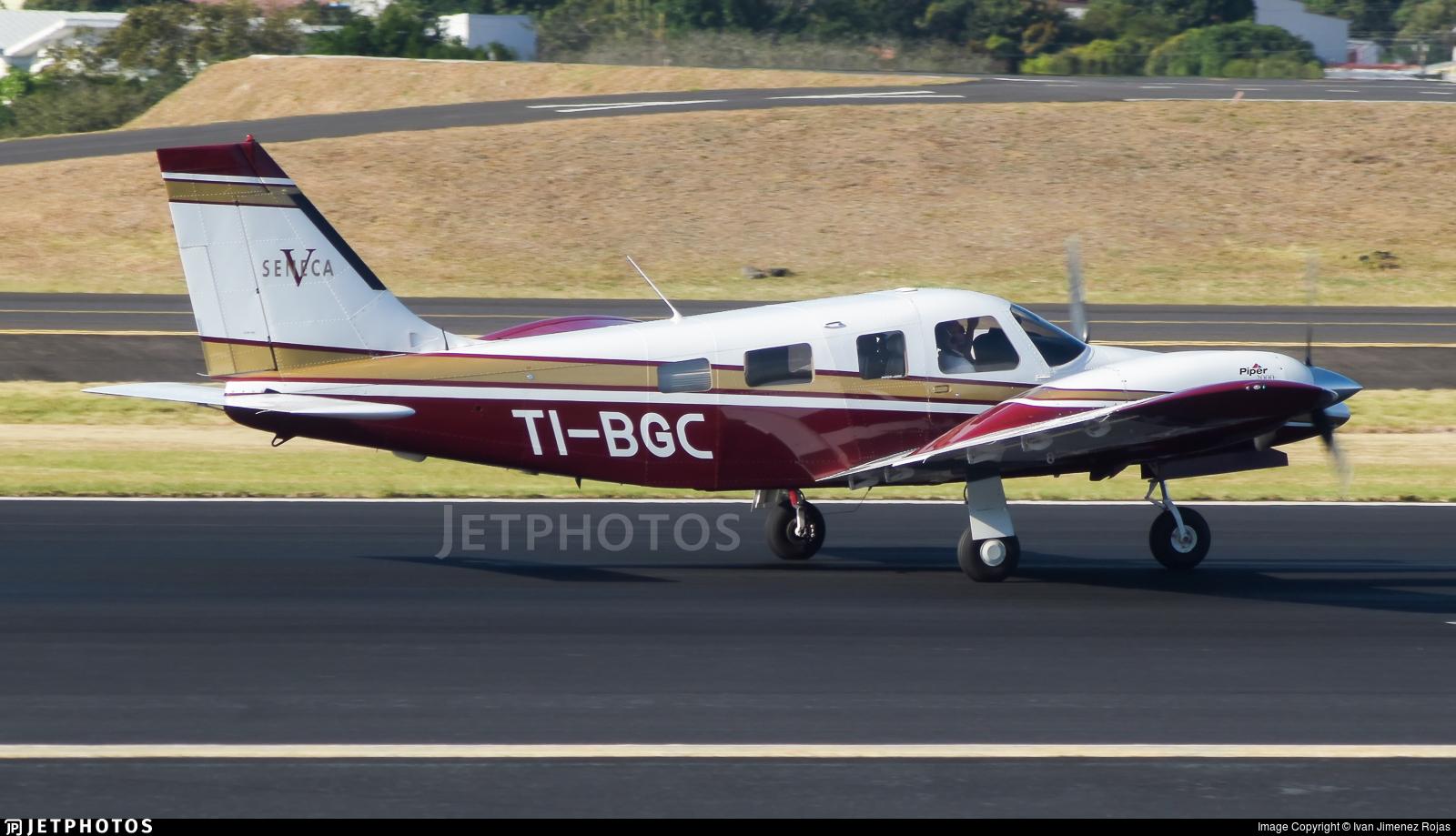 TI-BGC - Piper PA-34-220T Seneca V - HeliJet