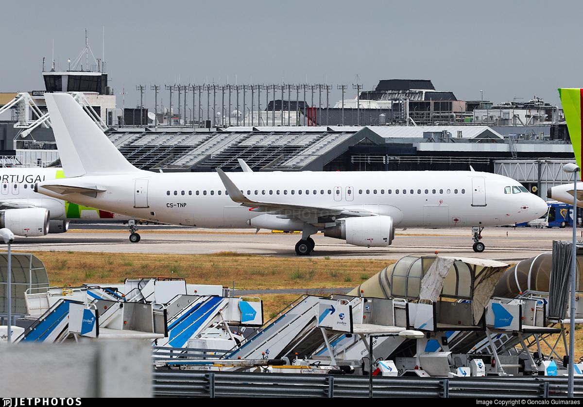 CS-TNP - Airbus A320-214 - Untitled