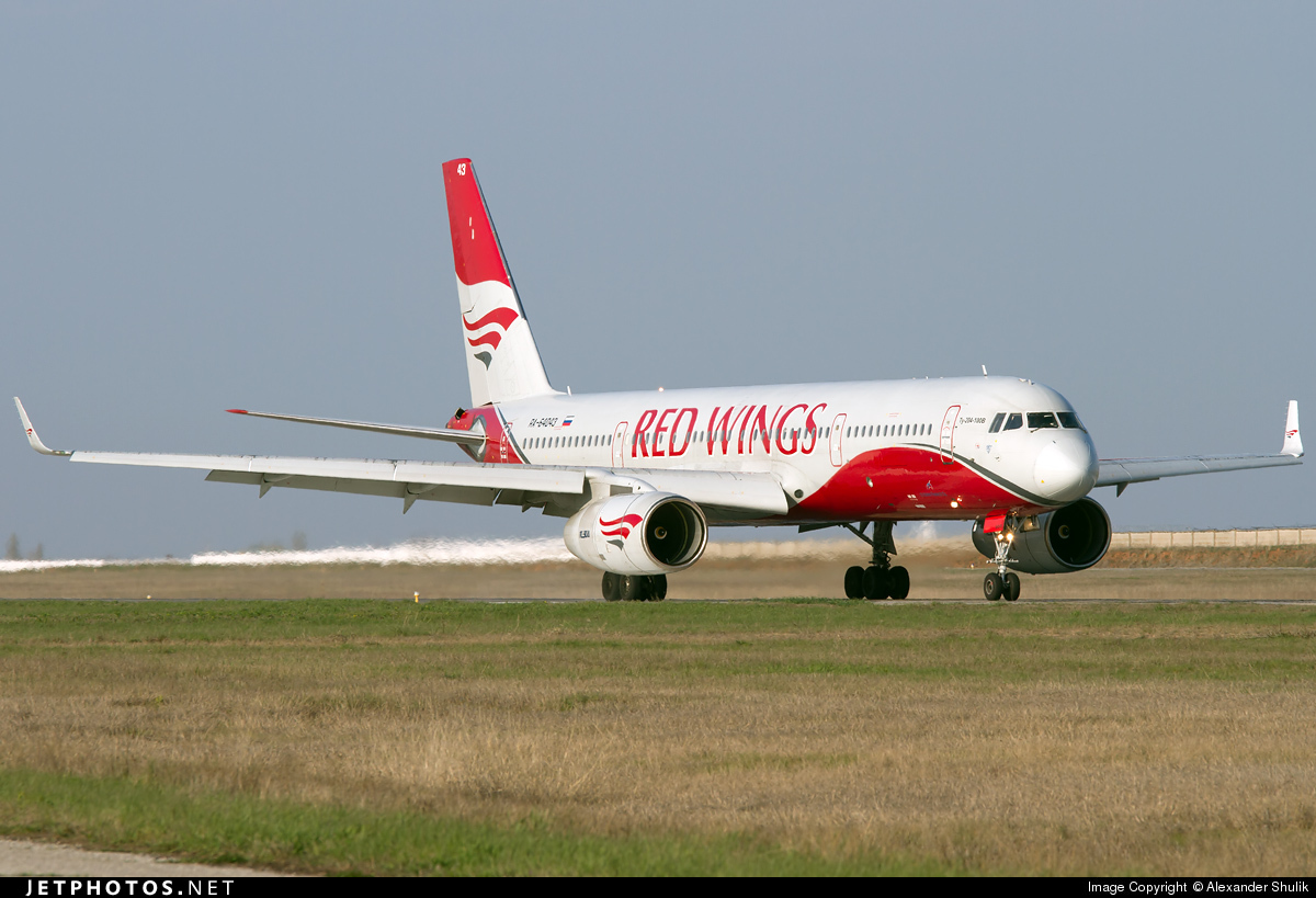 RA-64043 - Tupolev Tu-204-100B - Red Wings