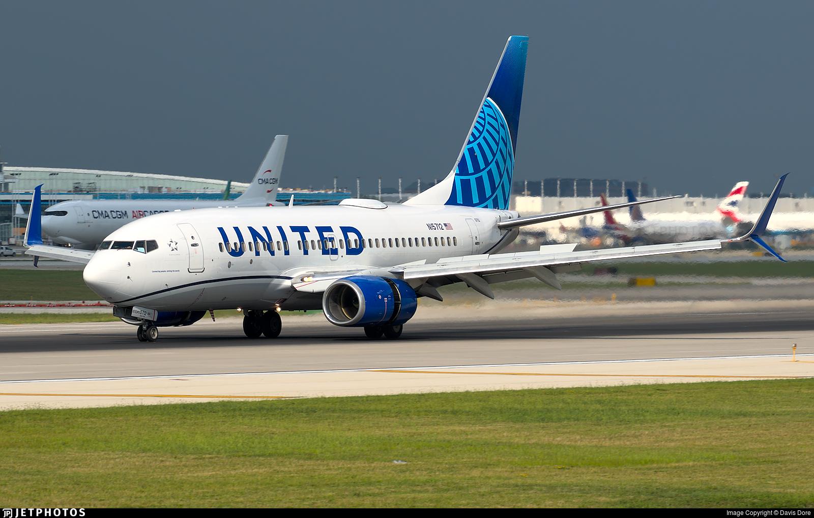 N15712 - Boeing 737-724 - United Airlines