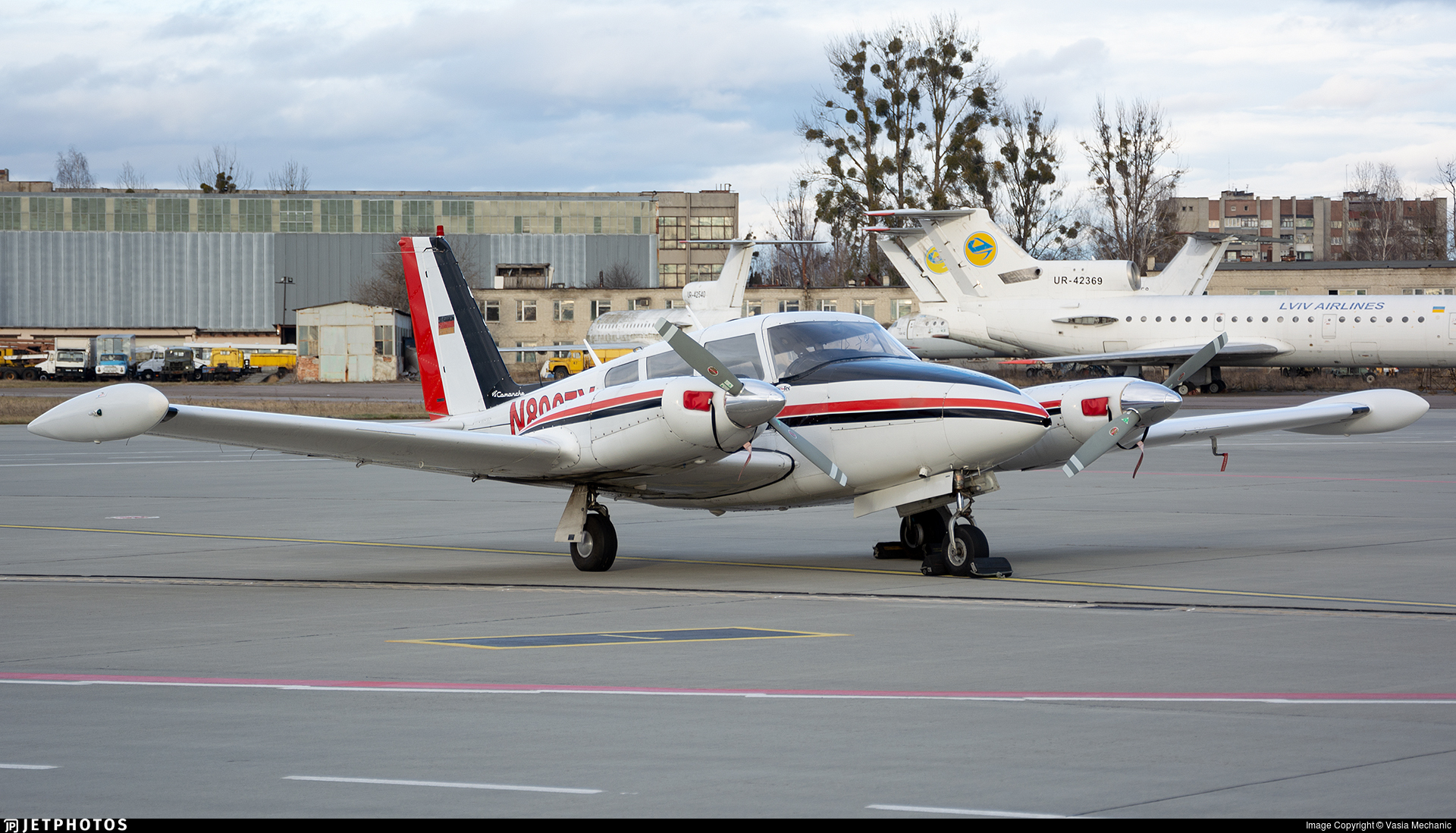 N8967Y - Piper PA-39-160 Twin Comanche C/R - Private