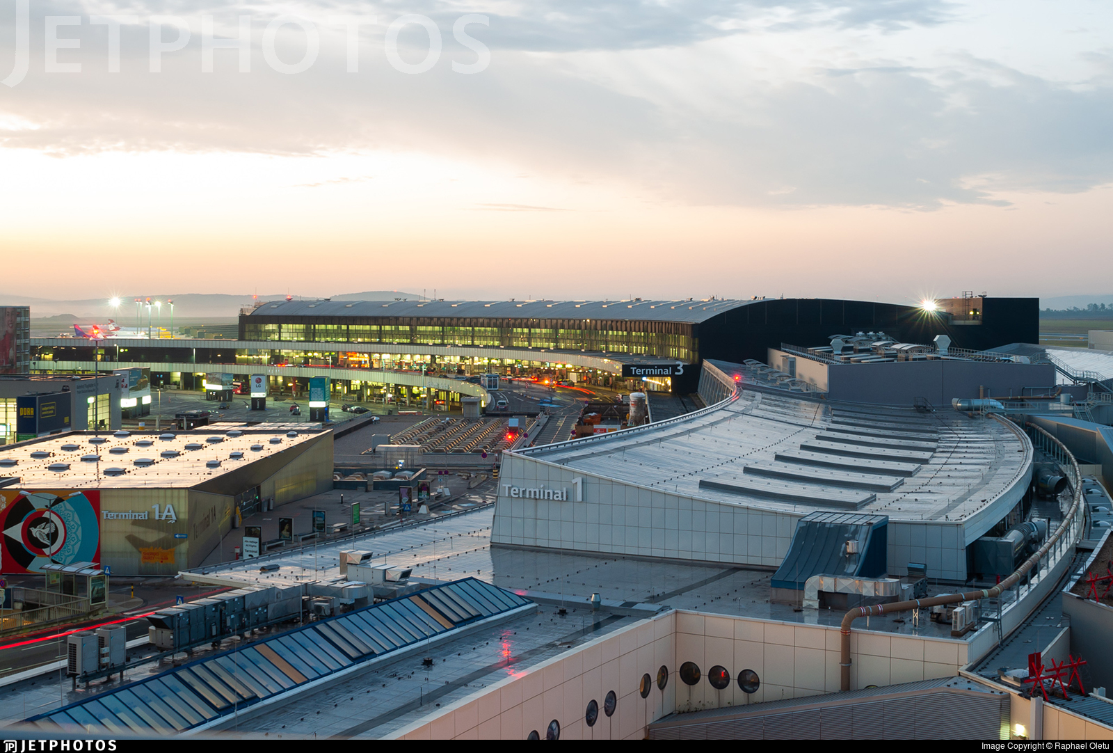 LOWW - Airport - Terminal