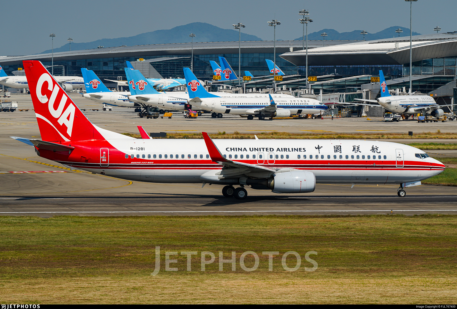 B-1281 - Boeing 737-89P - China United Airlines