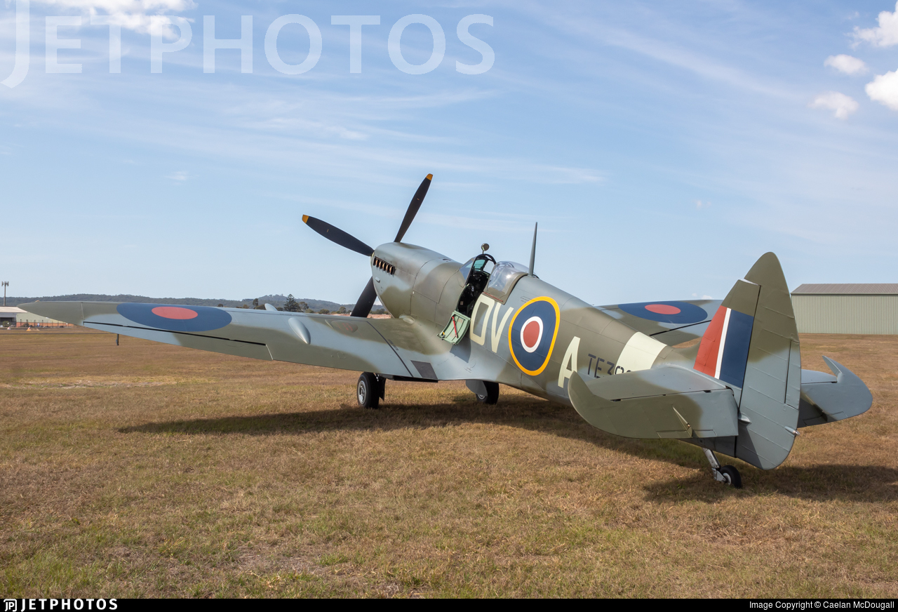 VH-XWE - Supermarine Spitfire Mk.XVI - Private