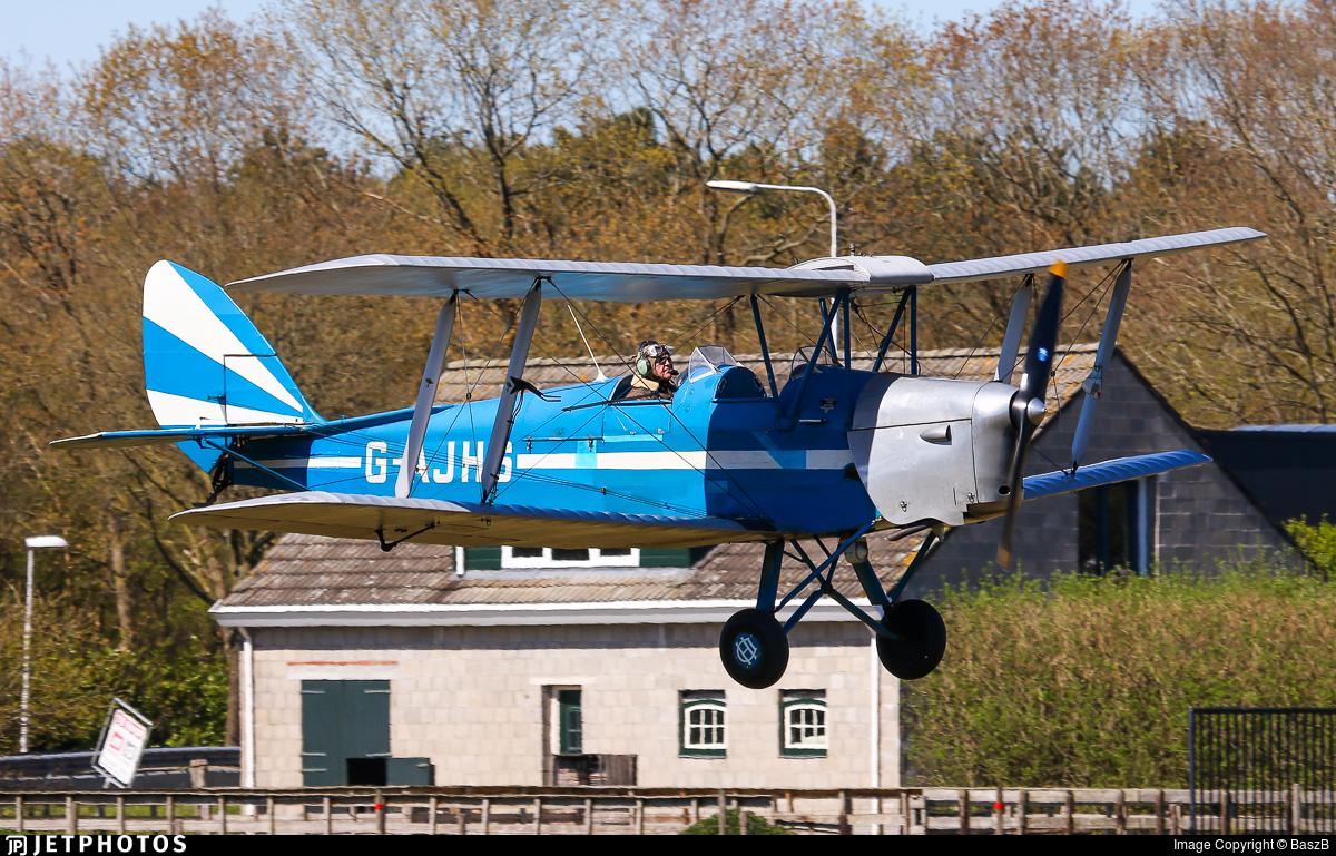 G-AJHS - De Havilland DH-82A Tiger Moth - Private