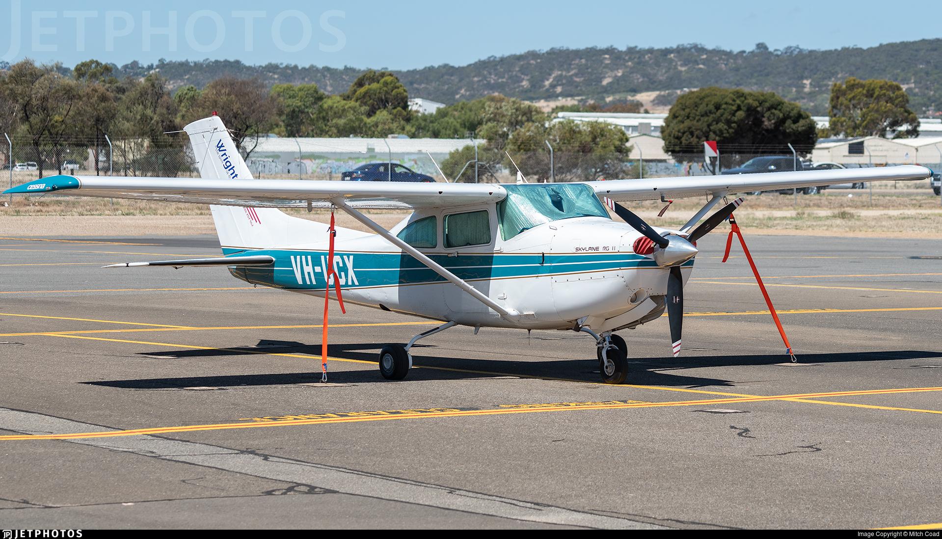 VH-UCX - Cessna R182 Skylane RG II - Private