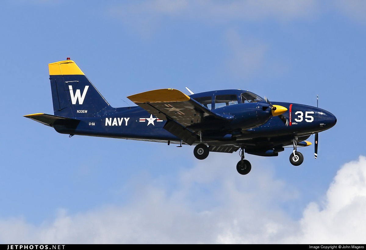 N335W - Piper PA-23-250 Aztec C - Private