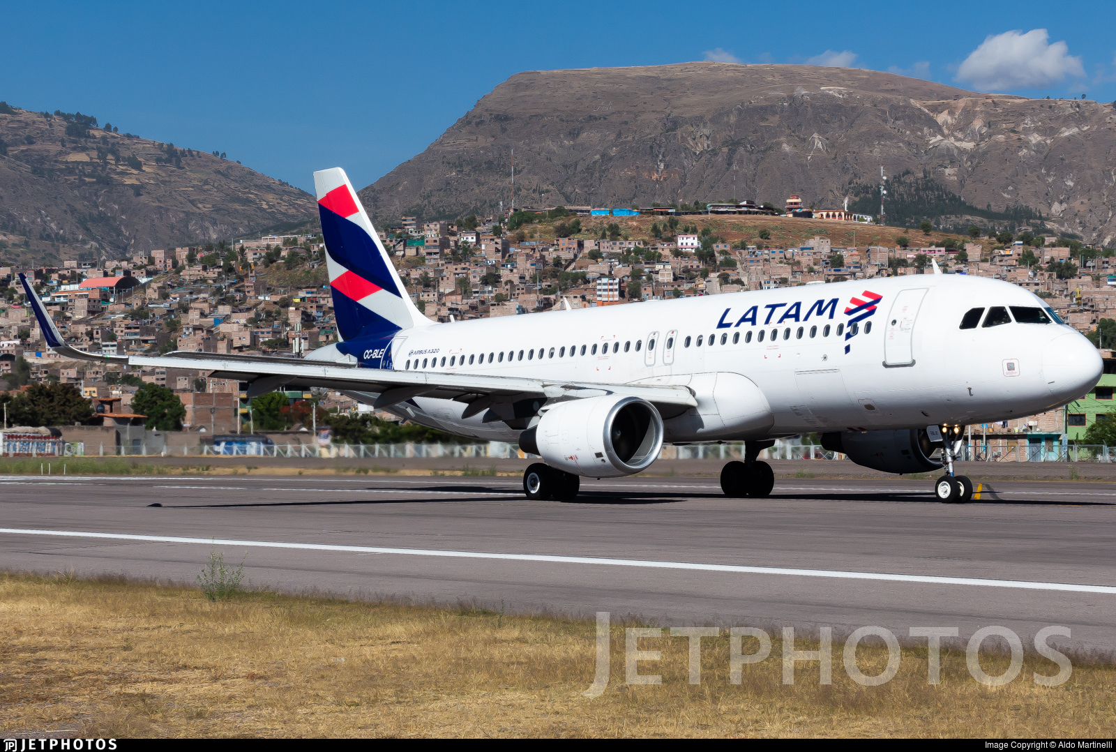 CC-BLE - Airbus A320-214 - LATAM Airlines