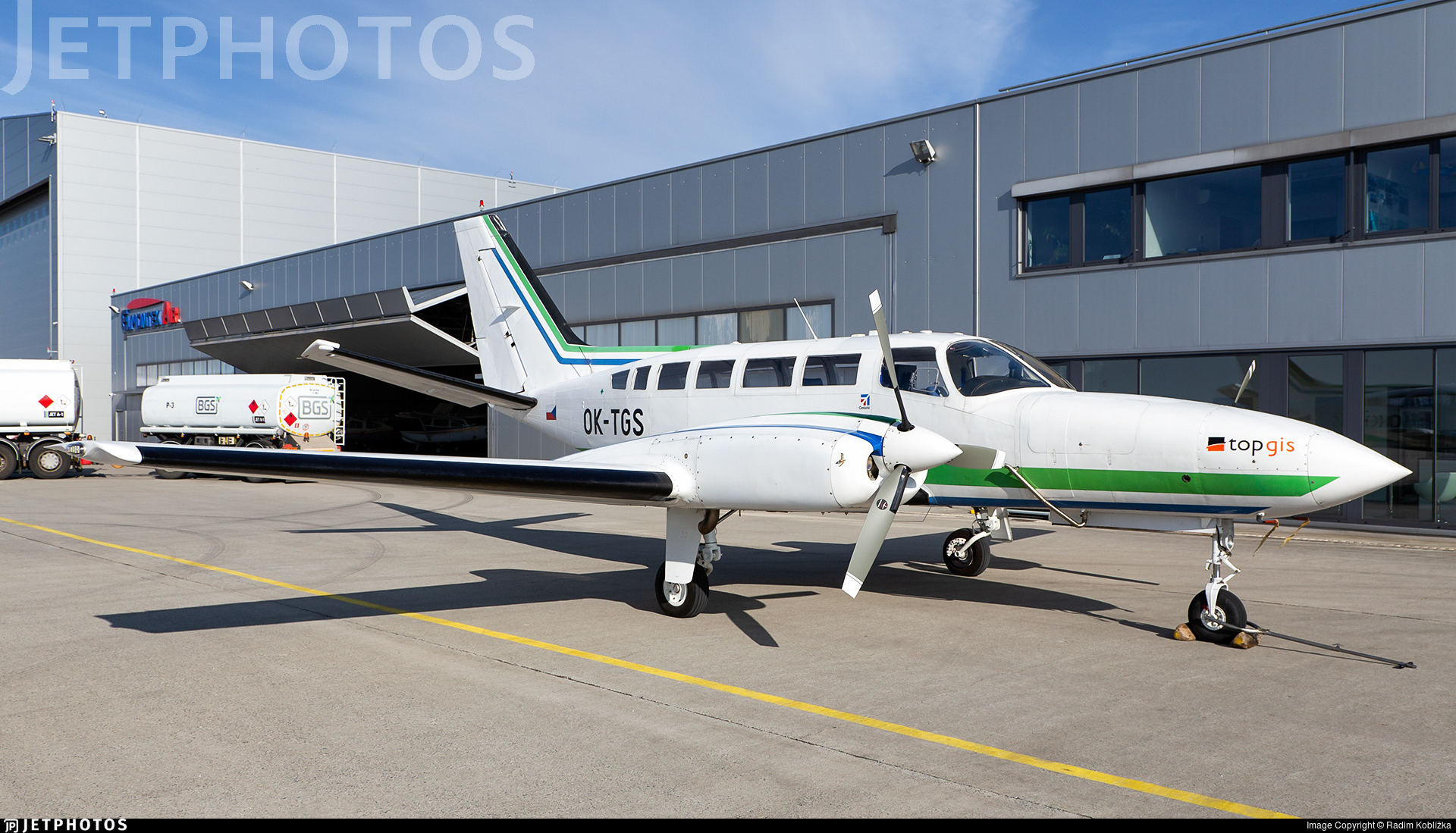 OK-TGS - Cessna 404 Titan - TopGis